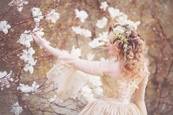 http://www.18thcenturycorsets.com//sanshine_chantalmallett_youandyourwedding_cinderella_4.jpg